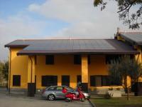 """Pannelli Fotovoltaici HIT su Impianto 1500 kWp installato su stalle. Soluzione integrata con inveter centralizzati """"Master & Slave"""" e moduli fotovoltaici di diversa tecnologia a seconda dell'orientamento e inclinazione della falda"""
